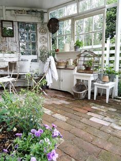 Furnished in Shabbychic. a homemade gazebo. Furnished in Shabbychic.a homemade gazebo. Furnished in Shabbychic. Shabby Chic Terrasse, Shabby Chic Veranda, Shabby Chic Patio, Shabby Chic Cottage, Cottage Style, Outdoor Rooms, Outdoor Gardens, Outdoor Living, Outdoor Decor