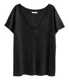 Black. V-neck top in airy jersey with a slight sheen and a soft drape. Short sleeves.