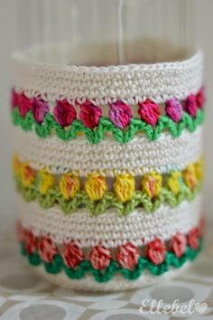 Woolly happiness for Monday morning comes to you in the form of crochet cupcakes, the only cake you can enjoy guilt free is a cake made of yarn, keep Diy Crafts Crochet, Crochet Home, Love Crochet, Crochet Gifts, Crochet Motif, Crochet Designs, Crochet Flowers, Crochet Stitches, Crochet Projects