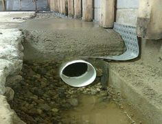 Have you ever heard of a French drain? No, it's not a type of drain with a French accent. French drains, when installed by a professional, are a very effective way to manage a wet basement. The French drain isn't really French at all. Drain Français, Drain Tile, Basement Flooring, Basement Waterproofing, Dry Basement, French Drain System, French Drain Diy, Cheap Basement Ideas, Yard Drainage