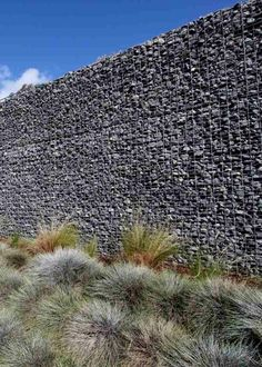 Gabion wall and gabion fence – 50 possible uses - Zaun Ideen Gabion Fence, Gabion Wall, San Diego Houses, House Tours, Patio, Sculpture, Mountains, Landscape, Nature