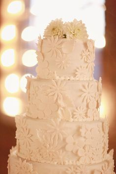 white wedding cake http://www.weddingchicks.com/2013/10/11/alabama-wedding/