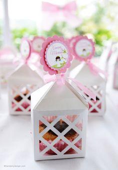 Elegantes cajas troqueladas para cupcakes. Disponibles en el tema y color de su preferencia.