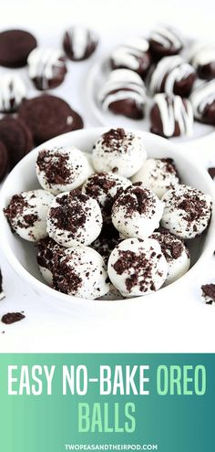Dec 2019 - Oreo Balls make a great holiday dessert or treat for a Christmas cookie exchange party! This easy no-bake treat is made of crushed up Oreo cookies, cream cheese, and chocolate. Save this dessert balls for your holiday parties! Winter Desserts, Christmas Desserts, Christmas Baking, Holiday Foods, Christmas Treats, Christmas Cookies, Christmas Holidays, Tolle Desserts, Köstliche Desserts