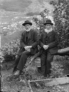 These old fellers are wearing what many bunads resemble today. Intriguing. The wool looks very thick compared to what the younger guys wear in other photos.