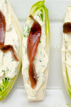 Endivias con queso y anchoas/Endive with blue cheese and cured anchovy Finger Food Appetizers, Appetizer Recipes, Good Food, Yummy Food, Cooking Recipes, Healthy Recipes, Mediterranean Recipes, I Foods, Food Inspiration