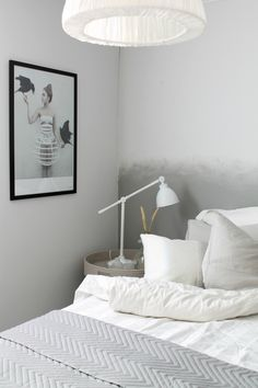 Die Wandfläche Hinter Dem Bett Im Ombré Look.
