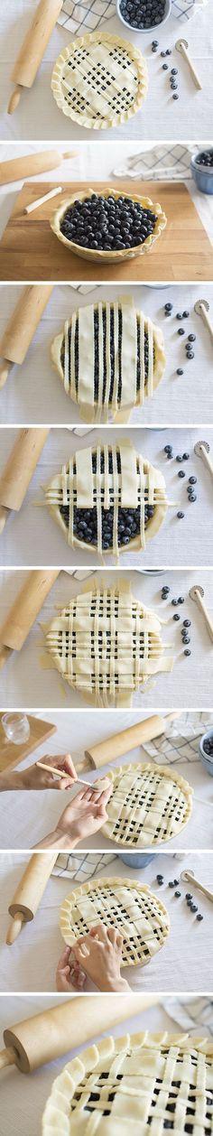 Blueberry pie with lattice and leaves design pie crust - Tarta de arándanos con enrejado y hojas blackberry_pie_recipe, No Bake Desserts, Just Desserts, Delicious Desserts, Dessert Recipes, Yummy Food, Pie Crust Designs, Pies Art, No Bake Pies, Love Food