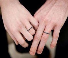 tatuajes de parejas, anillos tatuados, símbolo de matrimonio, romántico, interesante