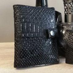 Portefeuille Compère en simili croco noir cousu par Pascale - Patron Sacôtin