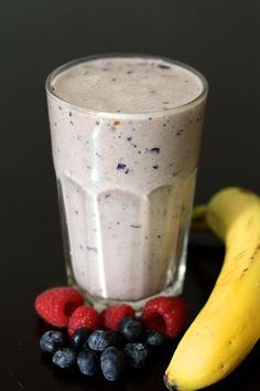 Soy milk banana, blueberry, raspberry and muesli smoothie http://blogs.cotemaison.fr/cuisine-en-scene/2012/03/02/smoothie-banane-myrtille-framboise-et-muesli-au-lait-de-soja/