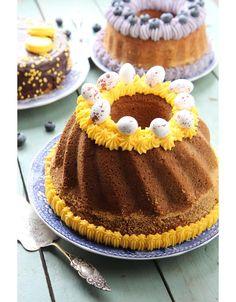 Mehevä banaanikakku | Maku Decadent Cakes, Beautiful Cakes, Yummy Cakes, Chocolate Cake, Cake Recipes, Cheesecake, Food And Drink, Birthday Cake, Pie