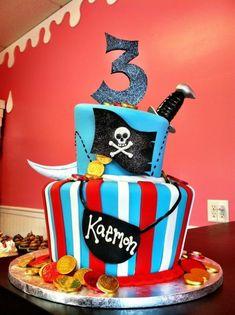 Geburtstagstorte mit Motiven und essbaren Figuren Piratenwelt