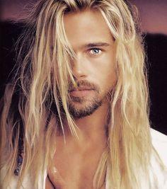 Medium Hair Styles, Curly Hair Styles, Brad Pitt Hair, Chin Length Hair, Blonde Moments, Beard Look, Long Blond, Hair Color For Women, Blonde Highlights