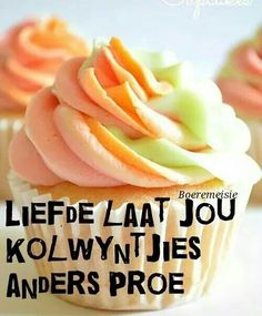 Afrikaans Cupcake Recipes, Cupcake Cakes, Dessert Recipes, Desserts, Mini Wedding Cakes, Rainbow Sherbet, Afrikaans Quotes, White Cake Mixes, Cute Cakes