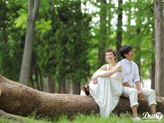 洋装ロケーションフォト|結婚写真 和装前撮り 東京 フォトウエディング専門フォトスタジオのスタジオAQUA Pre Wedding Poses, Wedding Shoot, Couple Shoot, Garden Wedding, Backdrops, Marriage, Wedding Photography, Engagement, Couples