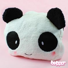 Panda Shoulder Bag - Large  Use this cute, soft and furry Panda shoulder bag to store anything you might need in your daily life! The bag has a small pocket for valuables and accessories and a large compartment for bigger items. All pockets can be closed with a zipper.