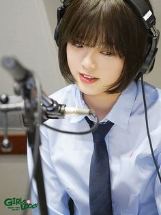 HIRATE_yurina - thats howto rock a bob :) xxxxxx Fashion Shoot, Fashion Models, Girl With Headphones, Sketch Poses, Cultura General, School Of Rock, Book Girl, Short Bob Hairstyles, Woman Face
