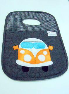 Lixeira para carro, confeccionada em tecido de algodão, com aplicação de uma perua kombi.