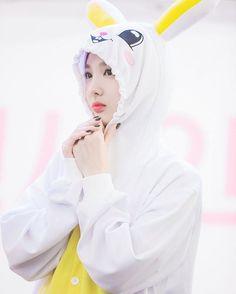 Naeyeon Kpop Girl Groups, Korean Girl Groups, Kpop Girls, Boy Groups, Nayeon Twice, Toned Abs, Dahyun, Im Nayeon, Most Beautiful Faces