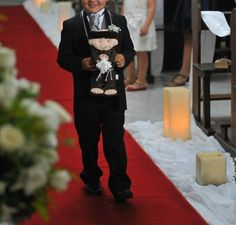 Santo Antônio em feltro 35 cm - porta alianças <br> <br>Este porta alianças vai surpreender os seus convidados e após a cerimônia poderá ser jogado para as amigas no lugar do buquê. Será um sucesso!!!