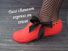 new Ideas for knitting socks slippers free pattern Easy Crochet Slippers, Crochet Kids Hats, Knitting For Kids, Easy Knitting, Knitting Socks, Knitted Hats, Knitting Stitches, Crochet Baby, Knitting Patterns