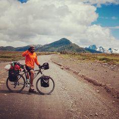 Leo aceituno en camino al paso fronterizo Argentina-chile Mahuil-Malal.  Patrocinios Selk'n / www.selkn.cl  #cicloturismo #selkn #selknam  #outdoor