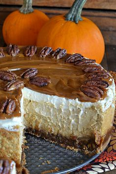 Pecan Pie Pumpkin Cheesecake Create the best of both worlds! When everyone's holiday favorite desserts come together what do you get? THE BEST CHEESECAK Fall Cake Recipes, Fall Desserts, Pumpkin Recipes, Just Desserts, Delicious Desserts, Dessert Recipes, Pear Dessert, Pumpkin Pecan Cheesecake, Pumpkin Cakes
