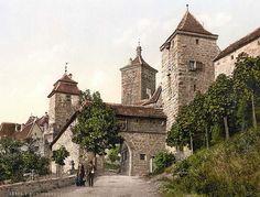 Entrance to Kobolzeller i.e. Kobolzeller Tor, Rothenburg i.e. ob der Tauber, Bavaria, Germany