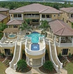 That is what I call a beautiful house. But If I could afford this house I wouldn't have neighbors