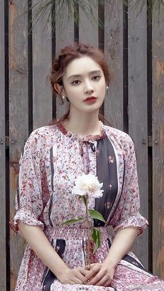 Bùi Tiểu Nhiễm Pretty Females, Asian Actors, Celebs, Celebrities, My Princess, Classic Beauty, Beautiful Asian Girls, Asian Beauty, Beauty Women