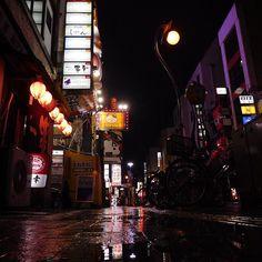 "Instagram【azuazu.prime】さんの写真をピンしています。 《lowangle world・shizuoka city aoi ward ryogae-cho #ローアングル #ローアングル静岡市 #静岡 #静岡市 #風景 #景色 #歩道 #夜景 #繁華街 #街並み #雨の日 #ブレードランナー #コンデジら部 #ほふく撮影隊 #デジカメ #コンデジ #ニコン #shizuoka #japan #lowangle #scenery #landscape #nightview #sidewalk #building #downtown #rainyday #bladerunner #nikonphotography #nikon twitter.com/azuazuprime ""静岡市葵区 両替町""》"