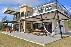 Shipping Containers Become a Amazing Sustainable Home - Brazil - Living in a Container Shipping Container Cabin, Shipping Container Home Designs, Container House Design, Tiny House Design, Shipping Containers, Building A Container Home, Container Buildings, Container Architecture, Container House Plans