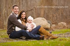 family of 3 picture poses | family of 3 pose (heather kelly photography