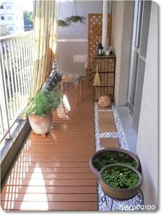 Spectacular screened porch design this link Small Balcony Design, Small Balcony Garden, Small Balcony Decor, Balcony Plants, Balcony Gardening, Apartment Balcony Garden, Apartment Balcony Decorating, Apartment Balconies, Balcony Flooring