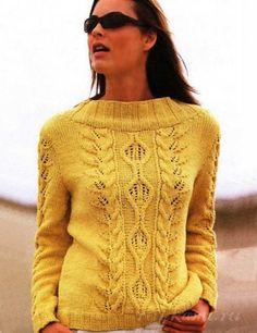 Пуловер спицами вязаный ажурными узорами