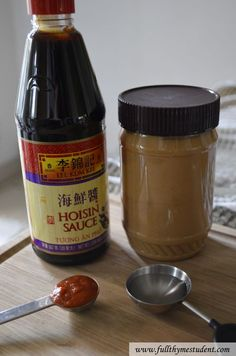 perfect peanut dipping sauce for vietnamese spring rolls. 2 tablespoons peanut butter 4 tablespoons hoisin sauce 1 teaspoon sriracha hot sauce, or more to taste tablespoons water Sauce Hoisin, Marinade Sauce, Sauce Recipes, Cooking Recipes, Peanut Sauce Recipe, Roll Eat, Peanut Dipping Sauces, Vietnamese Spring Rolls, Viet Food