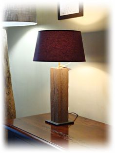 Lampada ricavata con trave in legno vecchio