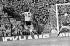 Villa Park, Norman Whiteside scores the winning goal in the FA Cup semi-final against Arsenal Manchester United Images, Manchester United Soccer, Norman Whiteside, Liverpool Images, Sf V, Oxford United, Bobby Charlton, Manchester United Football