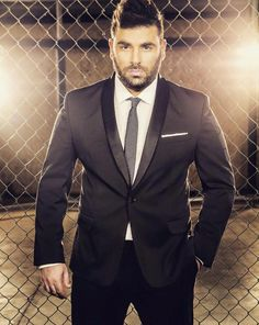 A popular member of the Ellinikà community was taken way too soon Pantelis Pantelidis was only 32 and had a voice of an angel! Greek Music, Man Go, Beard Styles, Bearded Men, Famous People, Suit Jacket, Bride, How To Wear, Jackets