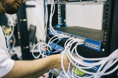 The advent of the internet has made starting a successful business easier than ever. With technology growing at a rapid pace, there are tons of ideas for starting an internet business that you could literally implement today and start Red En Bus, Home Based Business, Online Business, Business Emails, Business Advice, Business Website, Modelo Osi, Netflix, Structured Cabling