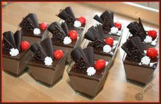 Semifreda a kelímky Mousse Cake, Sweet Tooth, Pudding, Desserts, Food, Tailgate Desserts, Deserts, Custard Pudding, Essen