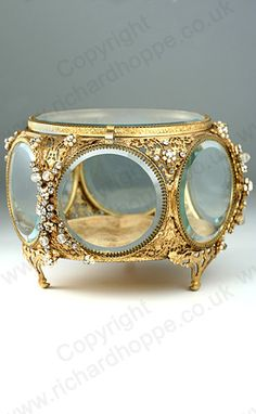 ANTIQUE GLASS BOX. FINE c.1890 BEVELLED GLASS & PIERCED ORMOLU JEWELLED DISPLAY BOX CASKET. To visit my website click here: http://www.richardhoppe.co.uk or for help or information email us here: info@richardhoppe.co.uk