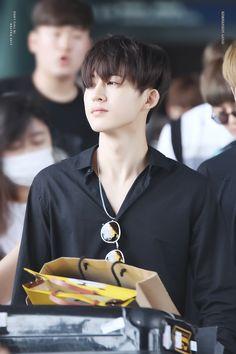 The day Kim Hanbin slayed the whole fandom w/ his airport fashion (160727)