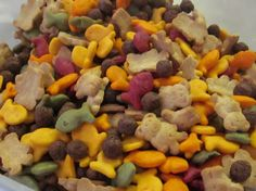 Toddler Snack Mix: i'm ignoring the fact that this looks exactly like the dogfood we give our pups