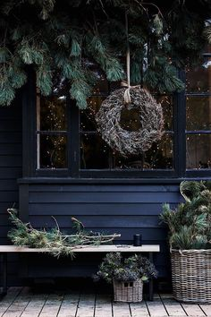 A natural Christmas in England – Christmas Ideas – Happy Christmas :) Natural Christmas, Christmas Mood, Noel Christmas, All Things Christmas, Christmas Wreaths, Christmas Shopping, Christmas Garden, Canada Christmas, Cottage Christmas
