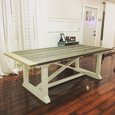Free Dining Table Plans http://www.ana-white.com/2013/06/plans/rekourt-dining-table