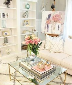 Recamier: know what it is and how to use it in decoration with 60 ideas - Home Fashion Trend Glam Living Room, Home And Living, Living Room Decor, Bedroom Decor, Piece A Vivre, Decorating Coffee Tables, Home And Deco, My New Room, Luxury Living