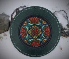 Norwegian Rosemaling in Romsdal Style ~ Flat Rimmed Plate by FolkartbyCathy on Etsy Rosemaling Pattern, Norwegian Rosemaling, Mandala Doodle, Serving Bowl Set, Benjamin Moore Paint, Scandinavian Folk Art, Dessert Bowls, Wax, Hand Painted