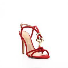 Sandália em Cetim Vermelho  Enfeite Ouro  Salto Cetim Vermelho